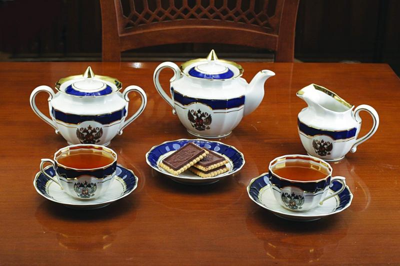 Сервиз чайный Фарфор Вербилок Герб России. 2445010П2445010ПЧайные сервизы – это эксклюзивные наборы чашек и блюдечек. Все они отличаются совершенным качеством и неповторимостью. Каждый чайный сервиз из фарфора способен привнести в дом настроение праздничного застолья. Такие наборы подарят вам теплые ощущения от общения с близкими.