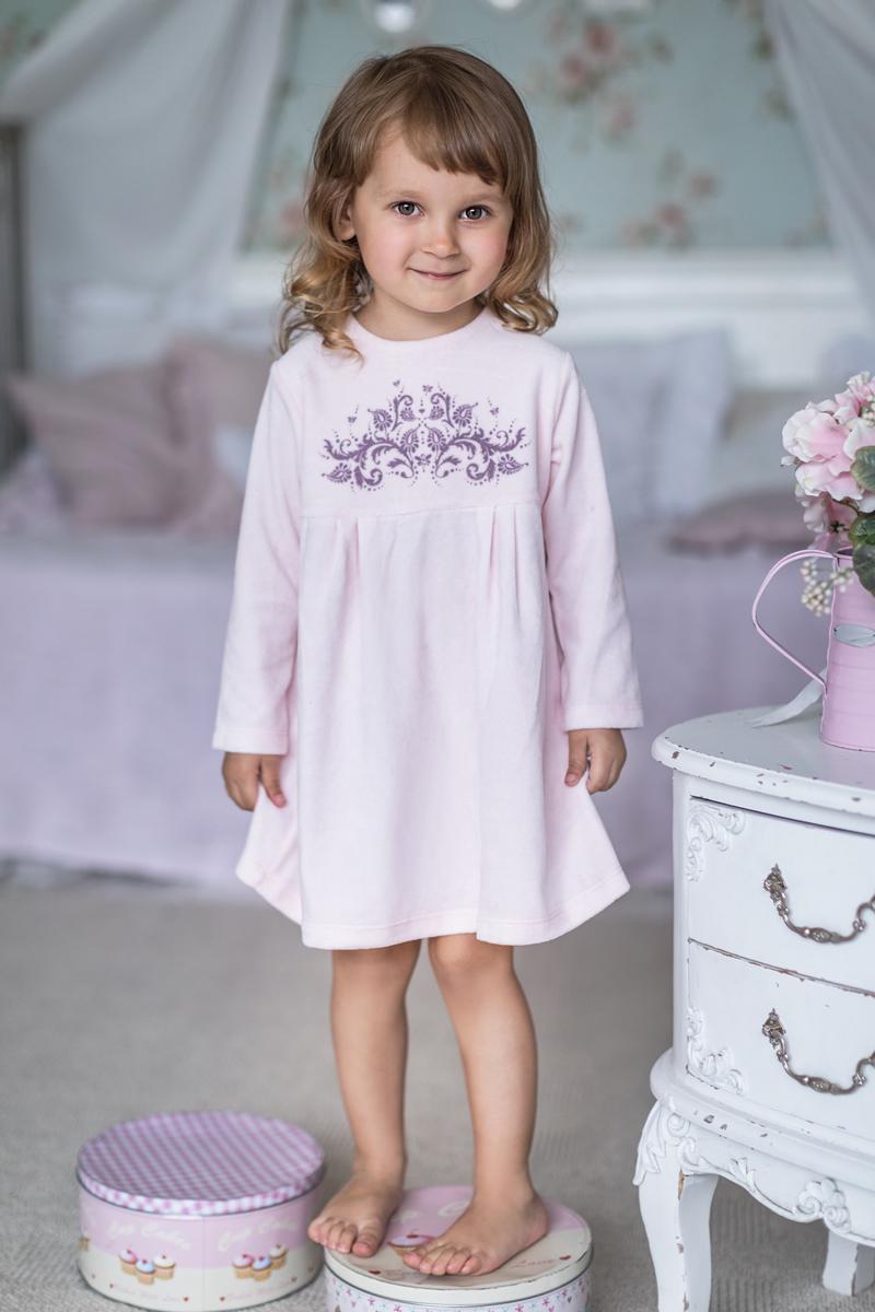 Платье для девочки Мамуляндия Ноктюрн, цвет: розовый. 17-413. Размер 9217-413Платье с длинным рукавом выполнено из велюра. Модель с круглым вырезом горловины сзади застегивается на кнопки.