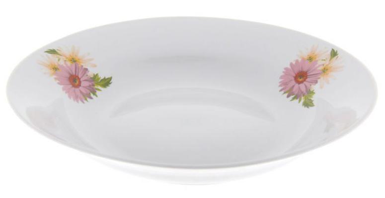 Тарелка глубокая Фарфор Вербилок Розовые герберы. 2260166022601660Каждому из нас известно, что такое тарелка, однако не каждый знаком с историей этой столовой посуды. Самые первые тарелки были изобретены человеком еще в эпоху неолита, однако, несмотря на то, что они изготовлялись из глины, их вид в те времена значительно отличался от современных. В античных Греции и Риме искусство изготовления керамической посуды достигло расцвета, тогда же в моду вошло разнообразное декорирование тарелок. Фарфоровые тарелки были родом из Китая и долгое время присутствовали только на королевских столах, до 1708 года, когда немецкие гончары раскрыли китайский секрет и смогли открыть для Европы чудесный мир фарфоровых изделий. Сегодня фарфоровые тарелки есть в каждом доме, и каждая хозяйка может подобрать декор сообразно кухонному гарнитуру или личным вкусам, которые постарались удовлетворить мастера фабрики «Мануфактуры Гарднеръ».