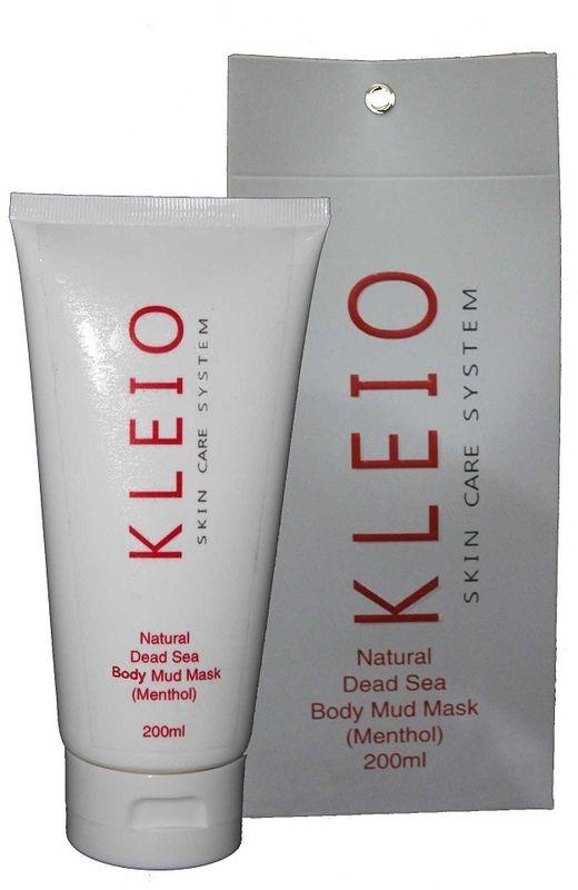 Kleio Природная грязевая маска для тела (ментол) Skin Care System Natural Dead Sea Body Mud Mask (Menthol), 200 гK04200200Маска для тела с черной грязью Мертвого моря. Применяется всех типов кожи; глубоко и деликатно очищает поры кожи, одновременно питая ее; превосходно освежает и омолаживает; улучшает естественные природные функции кожи; придает гладкость и естественный здоровый вид; оказывает глубокое терапевтическое воздействие (избавляет от множества кожных заболеваний); разглаживает, усиливает кровообращение и ускоряет обменные процессы в коже, что в свою очередь помогает избавиться от целлюлита; изготовлена на основе натуральной природной черной грязи Мертвого моря; благодаря огромному списку полезных природных компонентов (только одних природных минералов насчитывается около 26 шт.), маска обладает поистине чудесными свойствами; очень экономична и легко наносится на поверхность кожи.