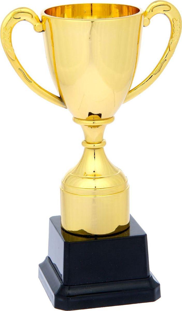 Кубок сувенирный спортивный, цвет: золотистый. 11931971193197Награждайте лучших! Как же приятно, когда твои заслуги оценивают и признают! Даже небольшой сувенир порой помогает свернуть горы. Не откладывайте на завтра похвалу для близких и дорогих людей: им важно услышать слова поддержки сегодня. Наши эксклюзивные аксессуары помогут показать родным, как сильно вы их цените. Характеристики:Высота кубка: 18 см Ширина кубка: 11 см Размер подставки: 7,5 х 7,5 х 5 см Место под шильд на подставке: 5 х 3,5 см.