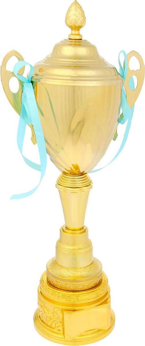 Кубок сувенирный спортивный. 11931981193198Пусть ни одна победа не пройдёт незамеченной! Традиция преподносить кубок в качестве приза уходит корнями в Средневековье. Именно тогда победителю рыцарского турнира вручали кубок вина. С тех пор обычай сохранился, лишь слегка видоизменившись. Каждая победа — это результат упорного труда, будь то спортивные состязания, достижения в бизнесе или потрясающий жизненный опыт. Металлическая чаша золотистого цвета красуется на изящной ножке кубка. На подставке предусмотрено место для шильда с индивидуальной надписью, соответствующей случаю. Характеристики:Высота кубка: 50 см Ширина кубка: 23,5 см Диаметр чаши: 16 см Размер подставки: 13 х 8 см Место под шильд на подставке: 5 х 3,5 см. Кубок упакован в плотную картонную коробку, которая защитит его от повреждений при транспортировке.