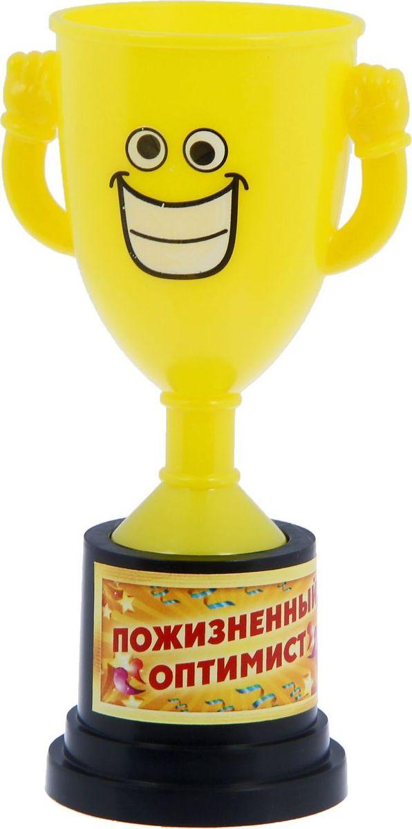 Кубок сувенирный Пожизненный оптимист. 12127791212779Заслуженная награда! Как же приятно, когда твои заслуги оценивают и признают! Кубок Пожизненный оптимист непременно порадует получателя и станет отличным напоминанием о проведённом вместе времени. Товар дополнен цветной наклейкой с названием номинации, за которую он вручается. Яркий пластиковый кубок с весёлой рожицей непременно понравится счастливому получателю. Сувенир упакован в пластиковый пакет.