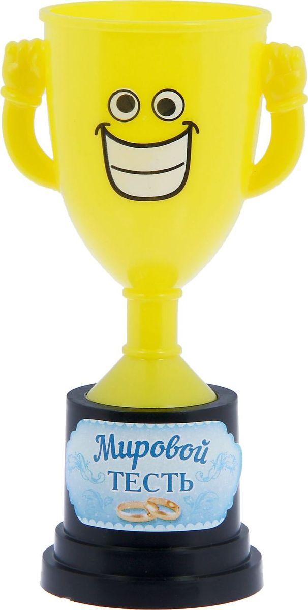 Кубок сувенирный Мировой тесть. 12127881212788Заслуженная награда! Как же приятно, когда твои заслуги оценивают и признают! Кубок Мировой тесть непременно порадует получателя и станет отличным напоминанием о проведённом вместе времени. Товар дополнен цветной наклейкой с названием номинации, за которую он вручается. Яркий пластиковый кубок с весёлой рожицей непременно понравится счастливому получателю. Сувенир упакован в пластиковый пакет.
