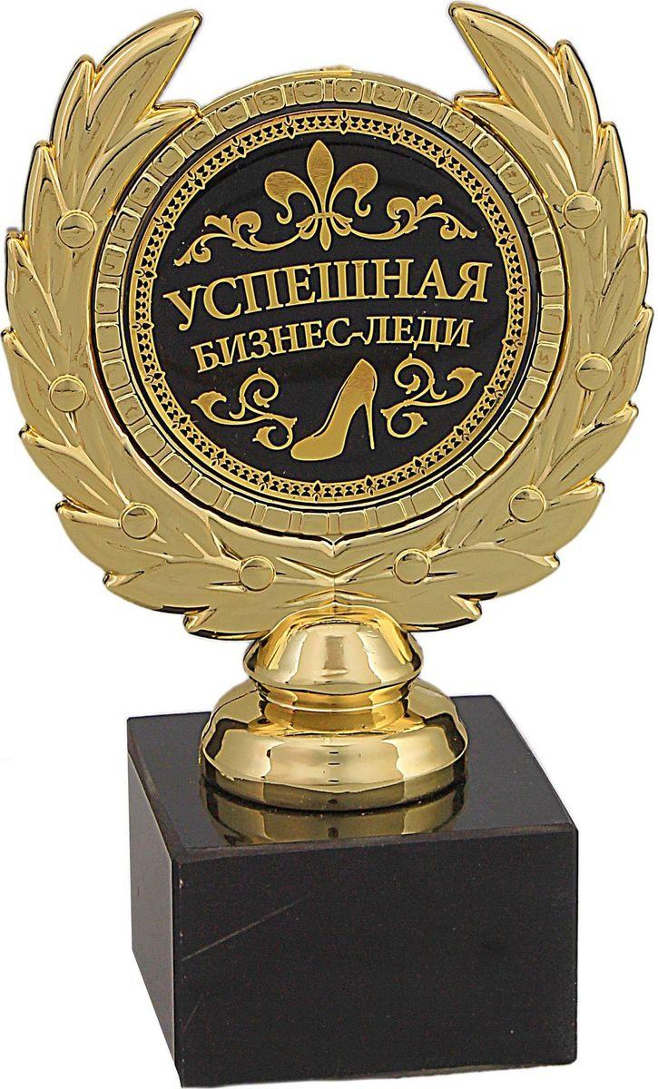 Кубок сувенирный Успешная бизнес-леди. 492400492400Награда Успешная бизнес-леди - необычный и неожиданный подарок, который станет символом побед в сфере бизнеса. Она займет достойное место в интерьере дома или рабочего кабинета. Порадуйте этим сувениром свою близкую подругу, хорошую знакомую или коллегу. Награда выполнена в виде медали, обрамленной лавровой ветвью, расположена на подставке из камня. Цветная вставка изготовлена из металла с акриловым покрытием, что предотвращает её потускнение.