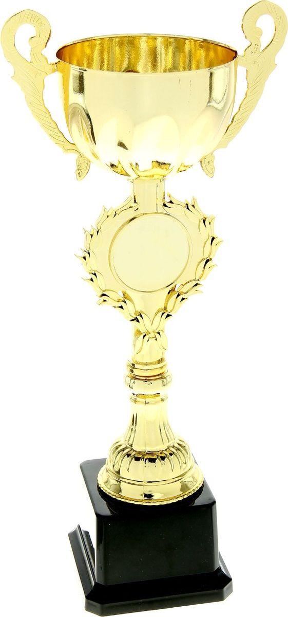 Кубок сувенирный спортивный, высота 28 см. 699081699081Традиция преподносить кубок в качестве приза уходит корнями в Средневековье, тогда победителю рыцарского турнира вручали сосуд с вином. С тех пор обычай сохранился, лишь слегка видоизменившись. Такой знак почёта может быть вручён на тематическом или корпоративном торжественном мероприятии. Металлическая чаша золотистого цвета красуется на изящной ножке. На изделии предусмотрено место для шильда-медали, обрамлённое лавровой ветвью. На подставку можно прикрепить ещё одну табличку с индивидуальной надписью, соответствующей случаю. Высота кубка: 28 см, ширина кубка: 13,5 см, диаметр чаши: 7,5 см, диаметр медали под нанесение: 3,5 см, размер подставки: 7,5 х 7,5 х 7,5 см, место под шильд на подставке: 5 х 3,5 см. Пусть ни одна победа не пройдёт незамеченной!