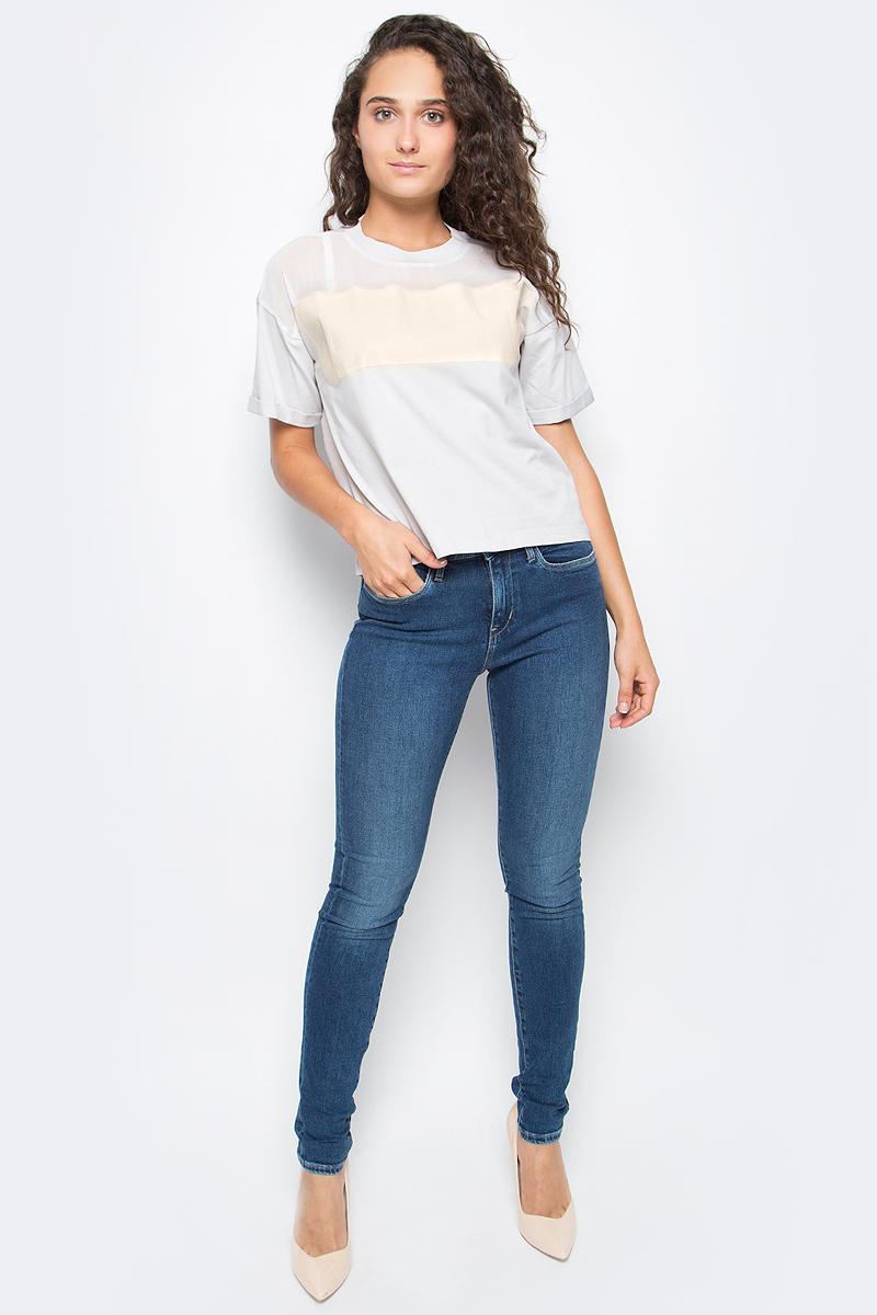 Футболка женская Calvin Klein Jeans, цвет: белый. J20J205349_4970. Размер S (42/44)J20J205349_4970Женская футболка Calvin Klein Jeans выполнена из натурального хлопка. Модель с круглым вырезом горловины и короткими рукавами оформлена оригинальным принтом. Такая футболка станет стильным дополнением к вашему гардеробу, она подарит вам комфорт в течение всего дня.,