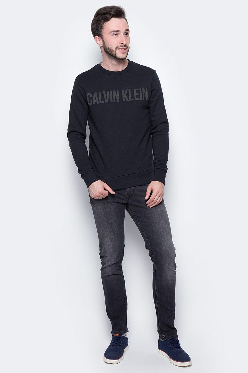Джемпер мужской Calvin Klein Jeans, цвет: черный. J30J305608_0990. Размер XXL (52/54)J30J305608_0990Джемпер Calvin Klein выполнен из 100% хлопка. Модель имеет круглый вырез горловины и длинные стандартные рукава. Манжеты рукавов, низ джемпера и горловина отделаны эластичной резинкой. Модель на груди дополнена надписью с названием бренда.
