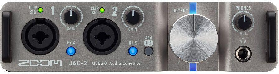 Zoom UAC-2, Black внешняя аудиоинтерфейсUAC-2Cверхскоростной двухканальный аудиоинтерфейс для Mac или ПК Поднимите качество своего звука на новый уровеньБлагодаря UAC-2 вы сможете добавить два высококачественных (24-бит/192 кГц) аудио канала к любому компьютеру, оснащенному портами USB 2.0 или USB 3.0 с операционной системой Windows или MacOS, или даже к вашему iPad. В UAC-2 задействована технология USB 3.0 SuperSpeed, которая обеспечивает передачу сигнала с минимальной задержкой и включает в себя такие продвинутые функции, как четырехкратный апсэмплинг, Loopback и MIDI I/O. Подключите любой микрофон, музыкальный инструмент или любой другой источник линейного сигнала, и вы сможете использовать UAC-2 для воспроизведения аудио на сцене, записи на цифровую звуковую рабочую станцию или просто для прослушивания аудио высокого качества в домашних или рабочих условиях. Также вы можете использовать аудиоинтерфейс UAC-2 для проведения онлайн медиа-презентаций, подкастов, игровых трансляций и многого другого.Живое выступлениеТеперь вы сможете извлечь максимум из своего ноутбука во время каждого выступления, благодаря переносному аудиоинтерфейсу UAC-2, который может питаться прямо от USB (сетевой адаптер не требуется). Он всегда готов к транспортировке, а поддержка технологии USB 3.0 SuperSpeed обеспечит вам высокое качество аудио, где бы вы ни находились.Медиа-презентации, подкасты, игры и онлайн трансляцииТранслируйте результаты или процесс вашего творчества, поднимите ваши впечатления от видеоигр на новый уровень или поделитесь своими впечатлениями со всем миром. Функция Loopback позволит вам объединить сигнал от подключенных микрофонов, инструментов и других источников линейного сигнала с фоновой музыкой или любым другим аудио треком, воспроизводимым на вашем компьютере. После этого вы можете использовать полученный в результате объединения сигнал в своем программном обеспечении для онлайн-трансляций.Запись и архивацияОбъединив аудиоинтерфейс UAC-2 с цифровой звуковой рабо