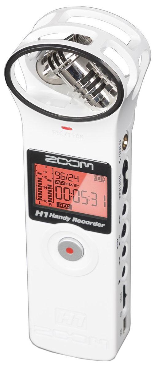 Zoom H1W, White диктофонH1wНевероятно компактный ручной рекордер H1 заставит вас пересмотреть значение слова портативный. Благодаря его скромным размерам, H1 поместится в вашем кармане, обеспечивая при этом аудиозапись профессионального уровня. Куда бы вы ни направлялись, вы всегда можете взять его с собой и производить аудиозапись в стерео качестве на концертах, репетициях, площадках для съемок, лекциях и встречах или же используйте его для записи плодов своего собственного творчества.Вы можете рассчитывать на высокое качество аудиозаписи рекордера Zoom H1, где бы вы ни находились. В широкий список его возможных применений входит:Запись концертов и репетиций вживую;Запись звука для видео;Документирование лекций и встреч;Запись во время проведения интервью;Быстрая запись идей для песен;Легкая и простая X/Y записьЗапись по системе X/Y является отличным способом покрыть широкую область, сохраняя при этом хорошее качество и чистоту записи в центре. Этот способ стерео записи является идеальным выбором всех видов живых выступлений.Рекордер H1 оснащен встроенным X/Y-микрофоном, который представляет собой два разнонаправленных микрофона под углом в 90 градусов по отношению друг к другу. Эта конфигурация является оптимальной в большинстве ситуаций.В качестве альтернативы вы можете подключить к H1 петличный микрофон или источник линейного сигнала посредством мини-разъема Mic/Line (микрофонный/линейный). Это позволит вам производить запись любого другого типа.Входы и выходыРекордер для записи звука Zoom H1 оснащен 1/8-дюймовым микрофонным/линейным разъемом, который может принимать один микрофонный моносигнал или линейный стереосигнал. Кроме того, к этому разъему можно подключать конденсаторные микрофоны, работающие по системе Plug-In Power (2.5 В).Линейный выход/Выход для наушников – это 1/8-дюймовый стерео разъем с независимым регулятором громкости. К нему можно подключить наушники для мониторинга записи. Также на задней панели находится встроенный динамик для мониторинга за