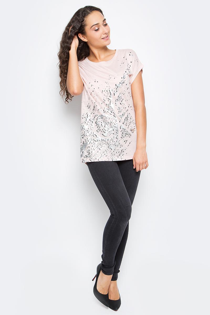 Джинсы женские Calvin Klein Jeans, цвет: черный. J20J205781_9013. Размер 26 (38/40)J20J205781_9013Стильные женские джинсы Calvin Klein выполнены из высококачественного материала. Модель прямого кроя со стандартной посадкой. Джинсы застегиваются на металлическую пуговицу в поясе и ширинку на застежке-молнии, имеются шлевки для ремня. Джинсы имеют классический пятикарманный крой: спереди модель дополнена двумя втачными карманами и одним маленьким накладным кармашком, а сзади - двумя накладными карманами. Изделие оформлено прострочкой и фирменной нашивкой сзади.