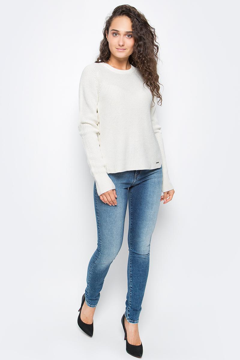 Джемпер женский Calvin Klein Jeans, цвет: белый. J20J205405_1120. Размер L (46/48)J20J205405_1120Удобный женский джемпер Calvin Klein изготовлен из хлопка и шерсти. Модель с круглым вырезом горловины и длинными рукавами-реглан дополнена по бокам декоративными пуговицами. Вырез горловины дополнен трикотажной резинкой.