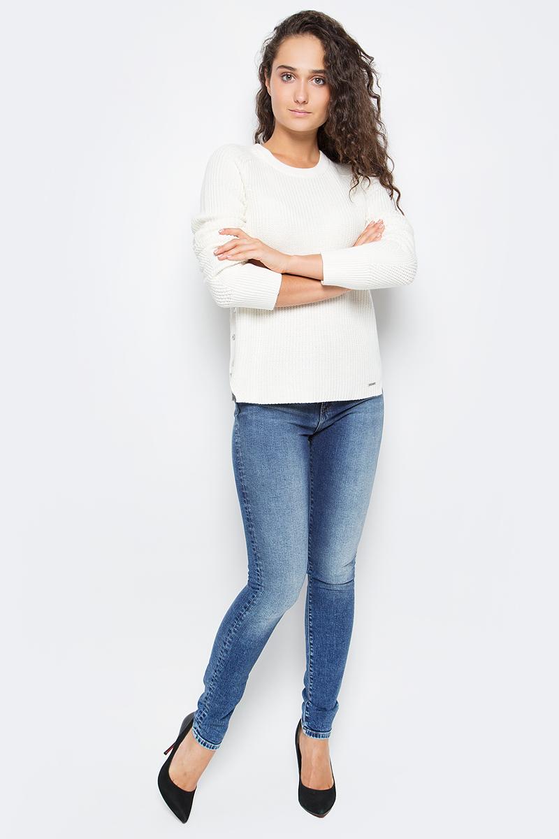 Джинсы женские Calvin Klein Jeans, цвет: синий. J20J205789_9143. Размер 25 (36/38)J20J205789_9143Стильные женские джинсы Calvin Klein выполнены из натурального хлопка с добавлением эластана. Модель прямого кроя со стандартной посадкой. Джинсы застегиваются на металлическую пуговицу в поясе и ширинку на застежке-молнии, имеются шлевки для ремня. Джинсы имеют классический пятикарманный крой: спереди модель дополнена двумя втачными карманами и одним маленьким накладным кармашком, а сзади - двумя накладными карманами. Изделие оформлено прострочкой и фирменной нашивкой сзади.