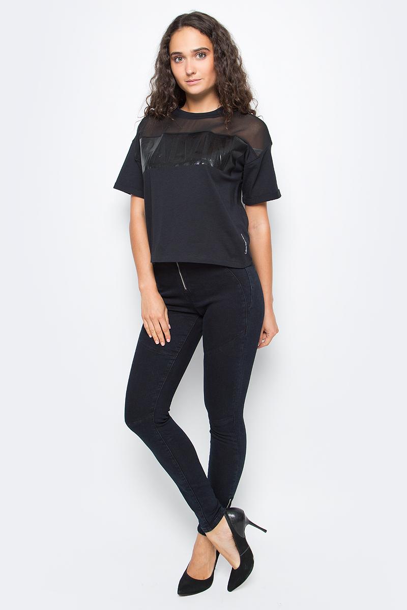 Брюки женские Calvin Klein Jeans, цвет: синий. J20J205778_9133. Размер 26 (38/40)J20J205778_9133Стильные женские брюки Calvin Klein выполнены из хлопка с добавлением эластана. Модель со стандартной посадкой сзади оформлена имитацией карманов. Спереди брюки застегиваются при помощи застежки- молнии и пуговиц. Также модель оснащена шлевками для ремня.