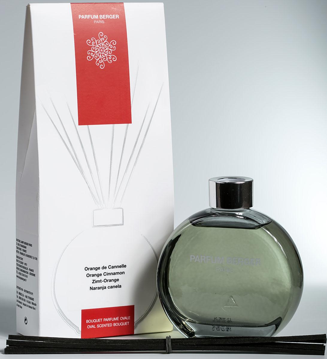 Диффузор ароматический Parfum Berger Апельсин с корицей, 180 мл2000000047454Апельсин с корицей. Верхние: апельсин, имбирь, корица; средние: мускатный орех, бобы тонка; нижние: мускус, ваниль, кокос. Комплект состоит из подарочной коробочки, стеклянного, слегка тонированного в нежный графитовый цвет флакона объемом 180 мл, что напоминает по своей форме известные духи от дома ароматов Шанель (Chanel), изысканной аромажидкости и комплекта полимерных палочек. Особенность данных диффузоров в применении инновационных полимерных палочек, что эффективнее любых тростниковых в 5 раз, что доказано исследованиями и тестированием эффективности ароматизации. Остаточных эффект от аромажидкости остается в полимерных палочках еще на протяжении более 2-х недель и продолжает вас радовать, пока вы не дольете во флакон свой любимый аромат.
