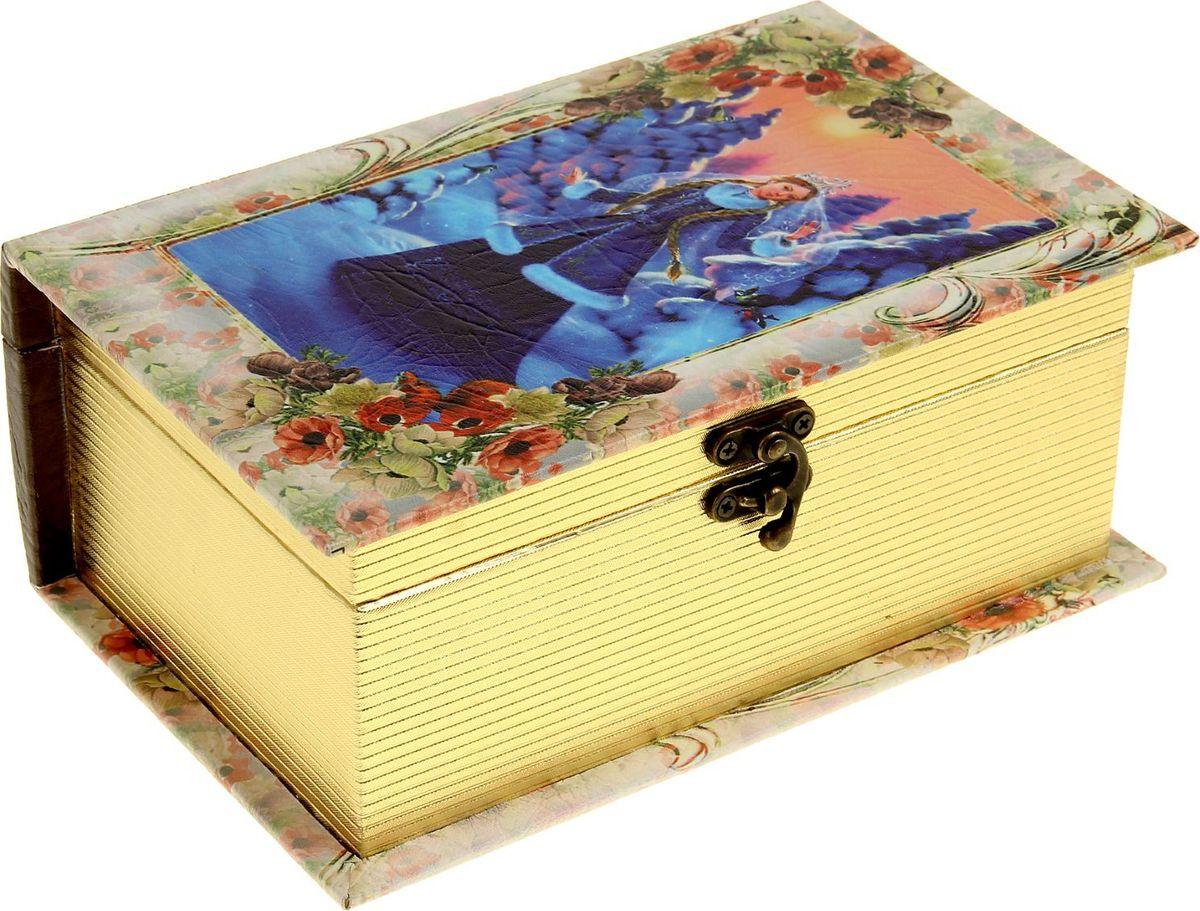 Шкатулка Sima-land Снегурочка в зимнем лесу, цвет: слоновая кость, 23 см х 15 см х 9 см1053597Шкатулка — это небольшой сувенир, а также оригинальная упаковка подарка. Она дополнит интерьер спальни, гостиной или прихожей. Изделие предназначено для хранения украшений: колец, браслетов, часов, цепочек, колье, сережек и прочих предметов.