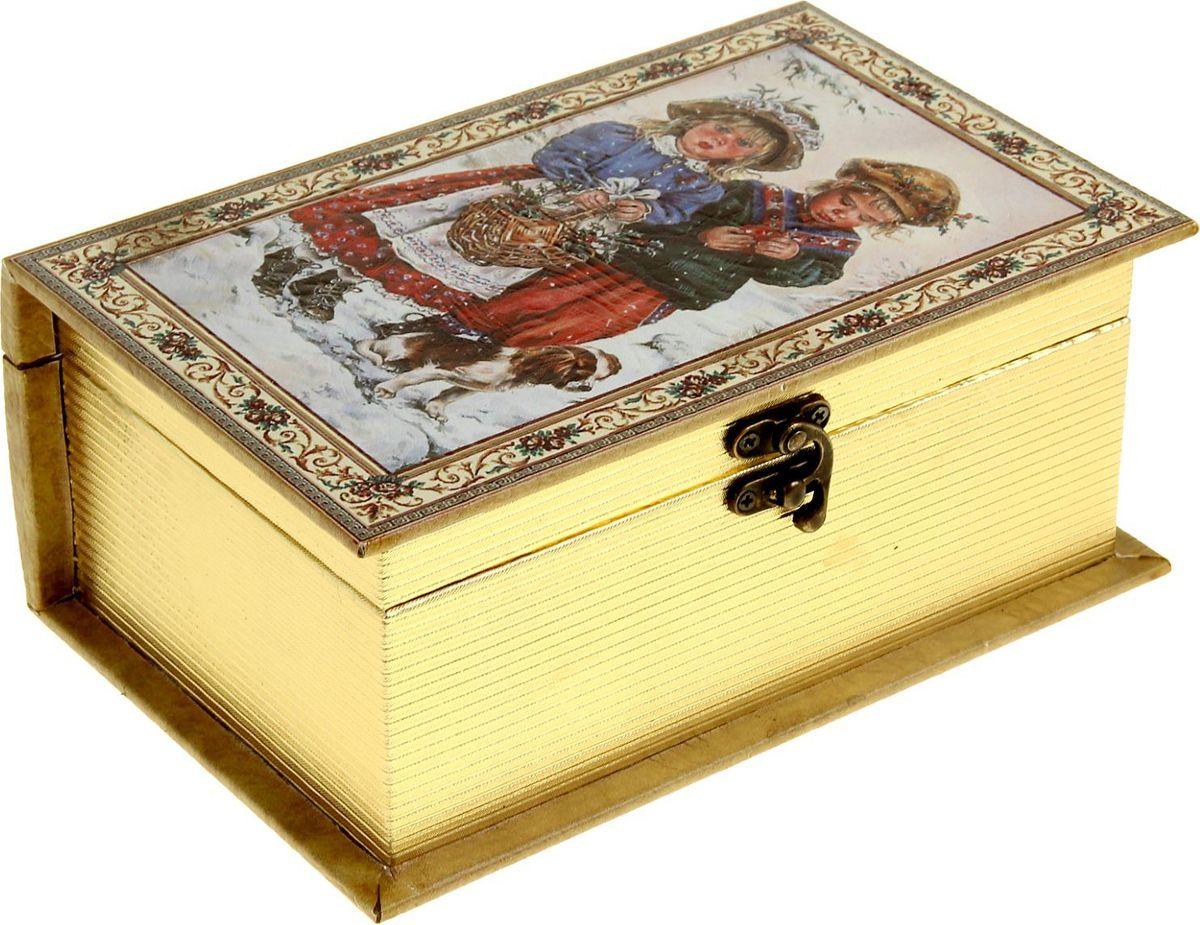 Шкатулка Sima-land Детишки на колядках, цвет: слоновая кость, 23 х 15 х 9 см1053599Шкатулка — это небольшой сувенир, а также оригинальная упаковка подарка. Она дополнит интерьер спальни, гостиной или прихожей. Шкатулка выполнена из дерева в виде книги с золотым срезом. Изделие предназначено для хранения украшений: колец, браслетов, часов, цепочек, колье, сережек и прочих предметов.