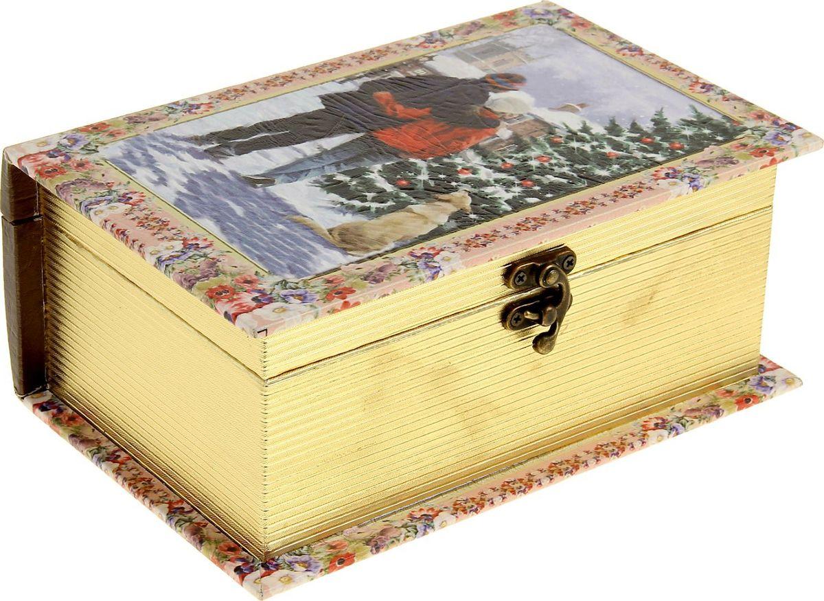 Шкатулка Sima-land Влюбленные у новогодней елки, цвет: слоновая кость, 23 х 15 х 9 см1053602Шкатулка — это небольшой сувенир, а также оригинальная упаковка подарка. Она дополнит интерьер спальни, гостиной или прихожей. Изделие предназначено для хранения украшений: колец, браслетов, часов, цепочек, колье, сережек и прочих предметов.