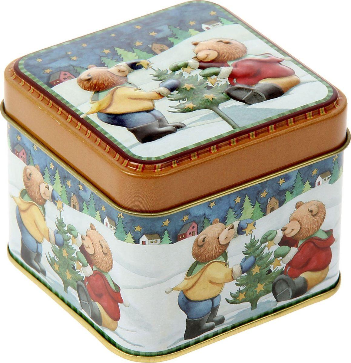 Шкатулка Sima-land Медвежата наряжают елку, цвет: бежевый, 6 х 7,5 х 7,5 см1387753Шкатулка — это небольшой сувенир, а также оригинальная упаковка подарка. Она дополнит интерьер спальни, гостиной или прихожей. Изделие предназначено для хранения украшений: колец, браслетов, часов, цепочек, колье, сережек и прочих предметов.
