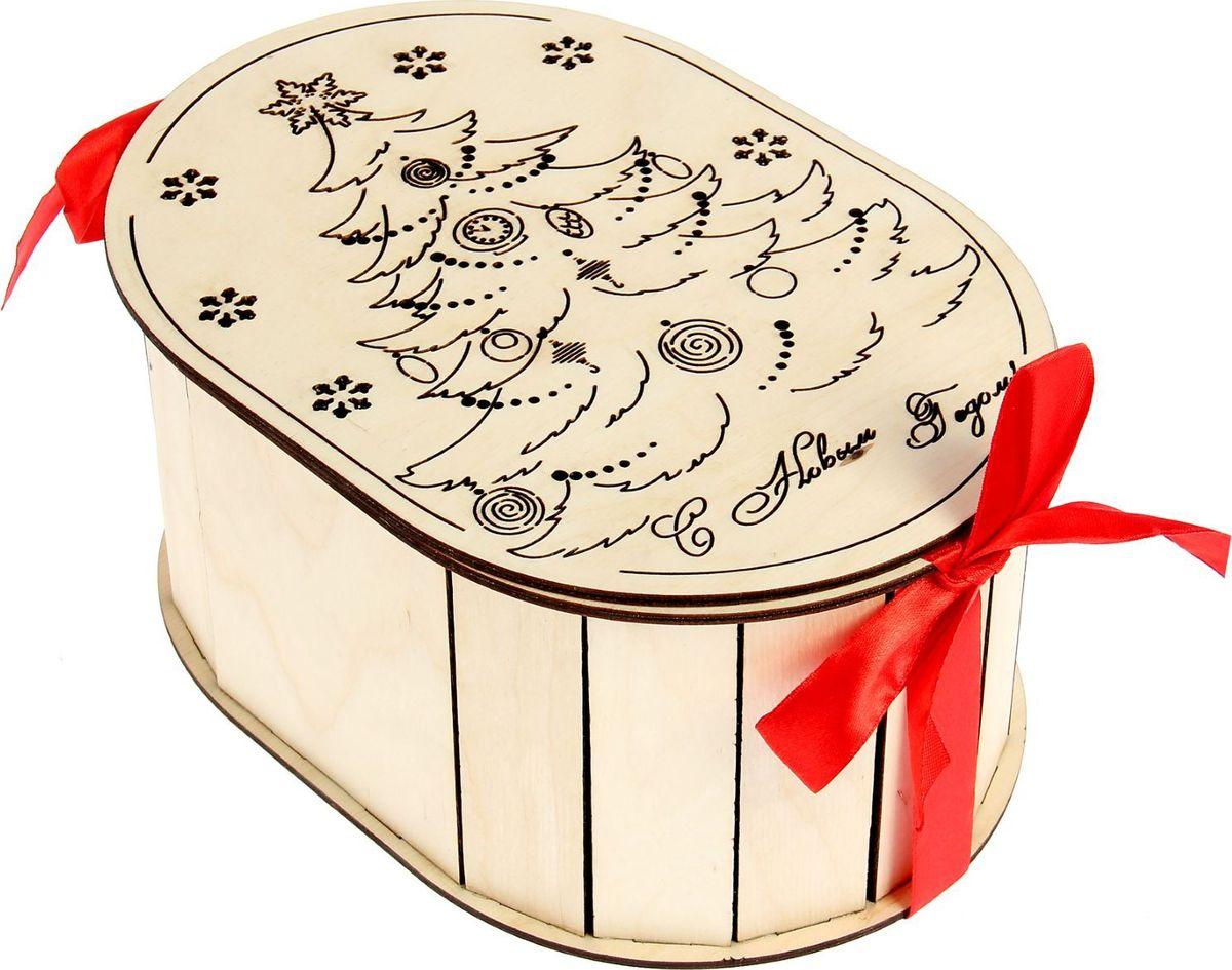Шкатулка Sima-land Новогодняя елочка, цвет: белый, 23 х 15,5 х 10,5 см1530107Шкатулка — это небольшой сувенир, а также оригинальная упаковка подарка. Она дополнит интерьер спальни, гостиной или прихожей. Изделие предназначено для хранения украшений: колец, браслетов, часов, цепочек, колье, сережек и прочих предметов.