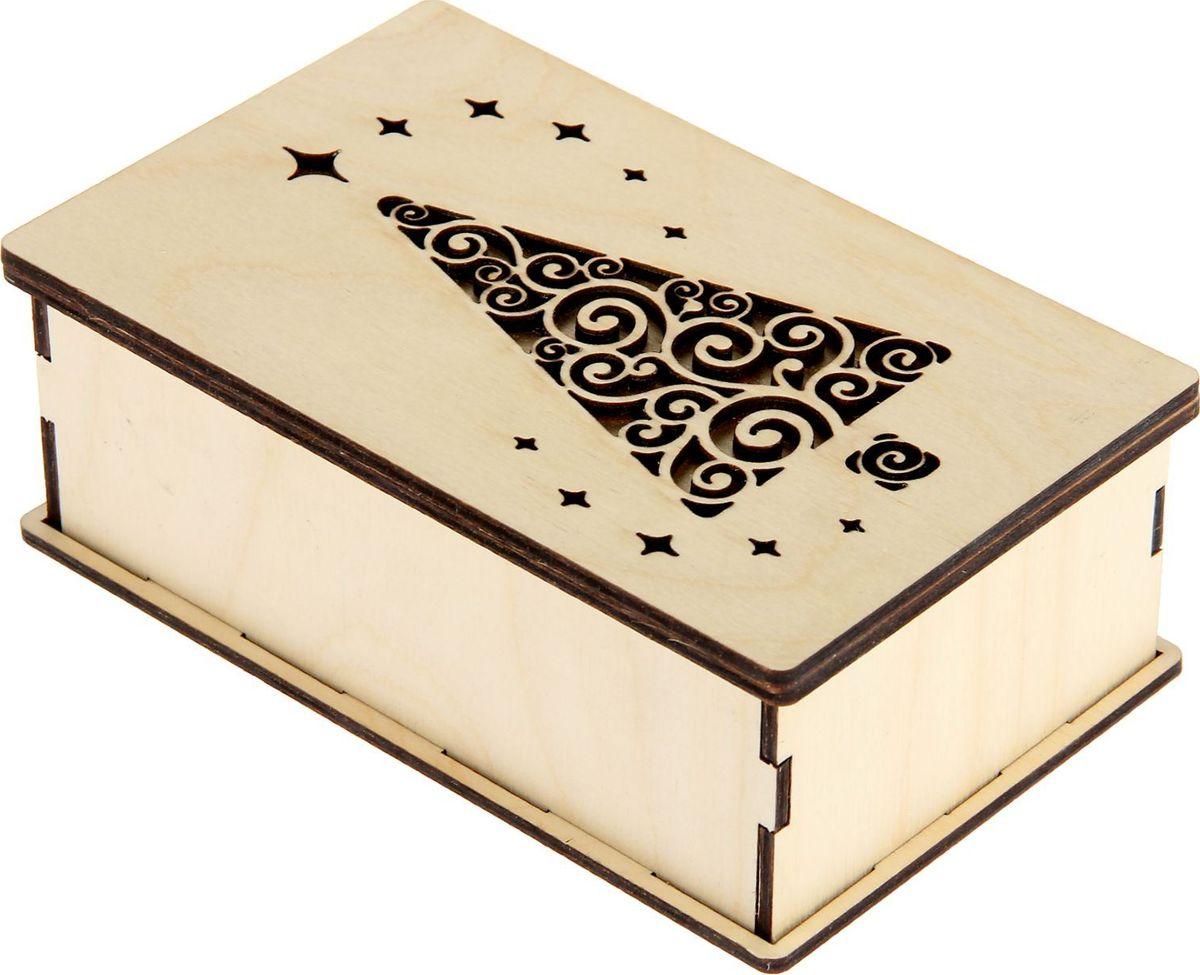 Шкатулка Sima-land Новогодняя, цвет: белый, 15 х 9,5 х 5,5 см1530108Шкатулка — это небольшой сувенир, а также оригинальная упаковка подарка. Она дополнит интерьер спальни, гостиной или прихожей. Изделие предназначено для хранения украшений: колец, браслетов, часов, цепочек, колье, сережек и прочих предметов.