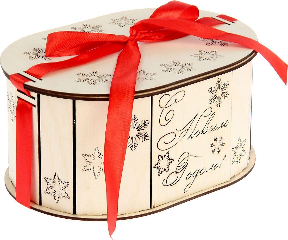 Шкатулка Sima-land Снежинки, цвет: белый, 23 х 15,5 х 10,5 см1530113Шкатулка — это небольшой сувенир, а также оригинальная упаковка подарка. Она дополнит интерьер спальни, гостиной или прихожей. Изделие предназначено для хранения украшений: колец, браслетов, часов, цепочек, колье, сережек и прочих предметов.