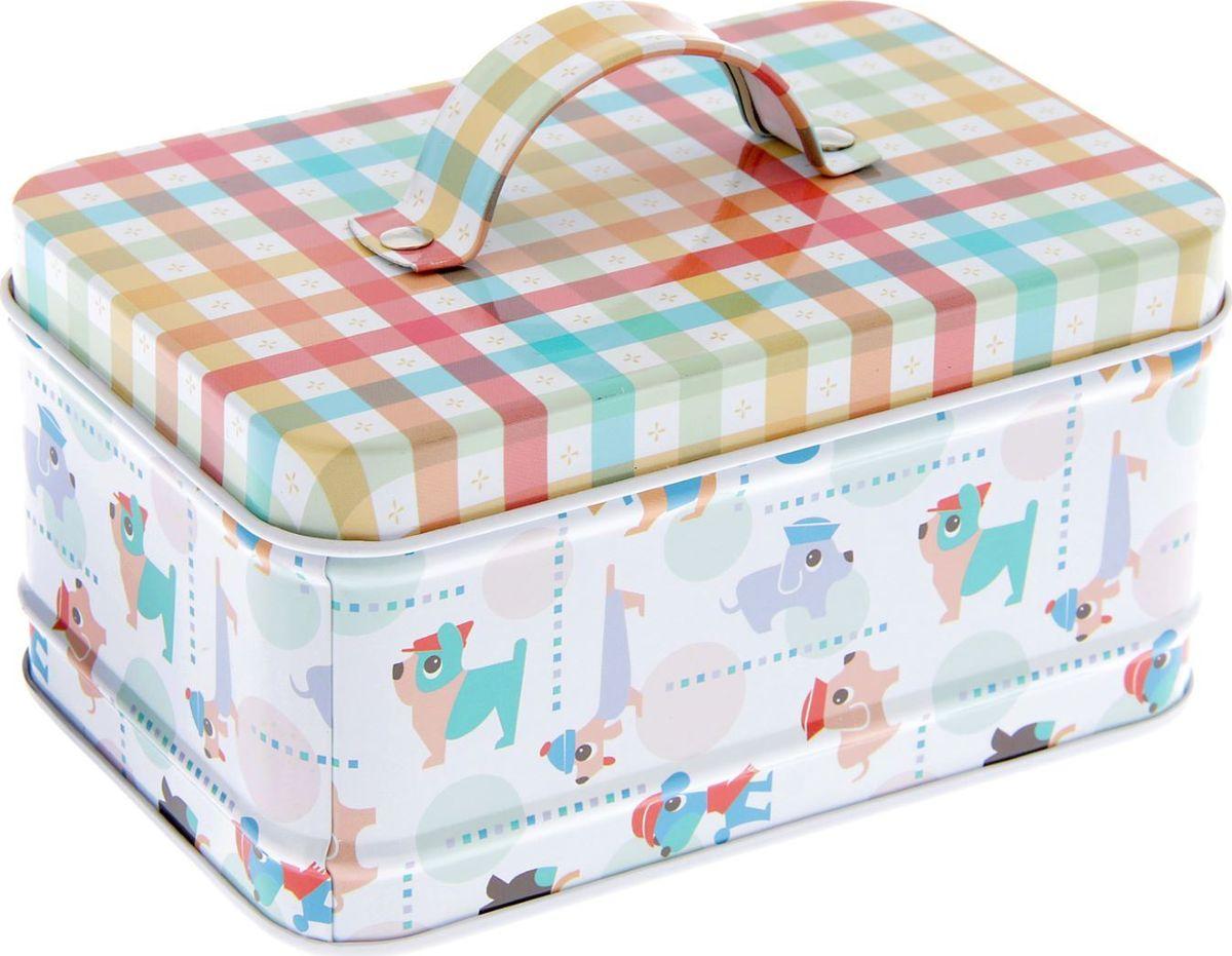 Шкатулка Sima-land Собачки в кепках, с ручкой, цвет: белый, 6 х 12 х 8 см1935382Шкатулка — это небольшой сувенир, а также оригинальная упаковка подарка. Она дополнит интерьер спальни, гостиной или прихожей. Изделие предназначено для хранения украшений: колец, браслетов, часов, цепочек, колье, сережек и прочих предметов.