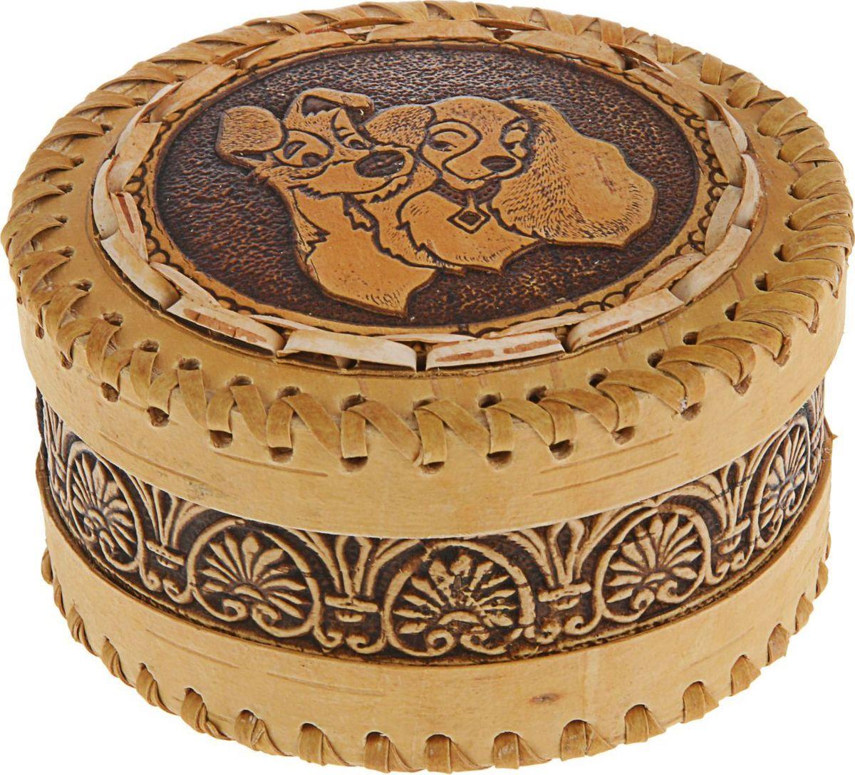 Шкатулка Sima-land Собачка. Вид 1, цвет: слоновая кость, 11,5 х 11,5 х 62291640Шкатулка — это небольшой сувенир, а также оригинальная упаковка подарка. Она дополнит интерьер спальни, гостиной или прихожей. Изделие предназначено для хранения украшений: колец, браслетов, часов, цепочек, колье, сережек и прочих предметов.