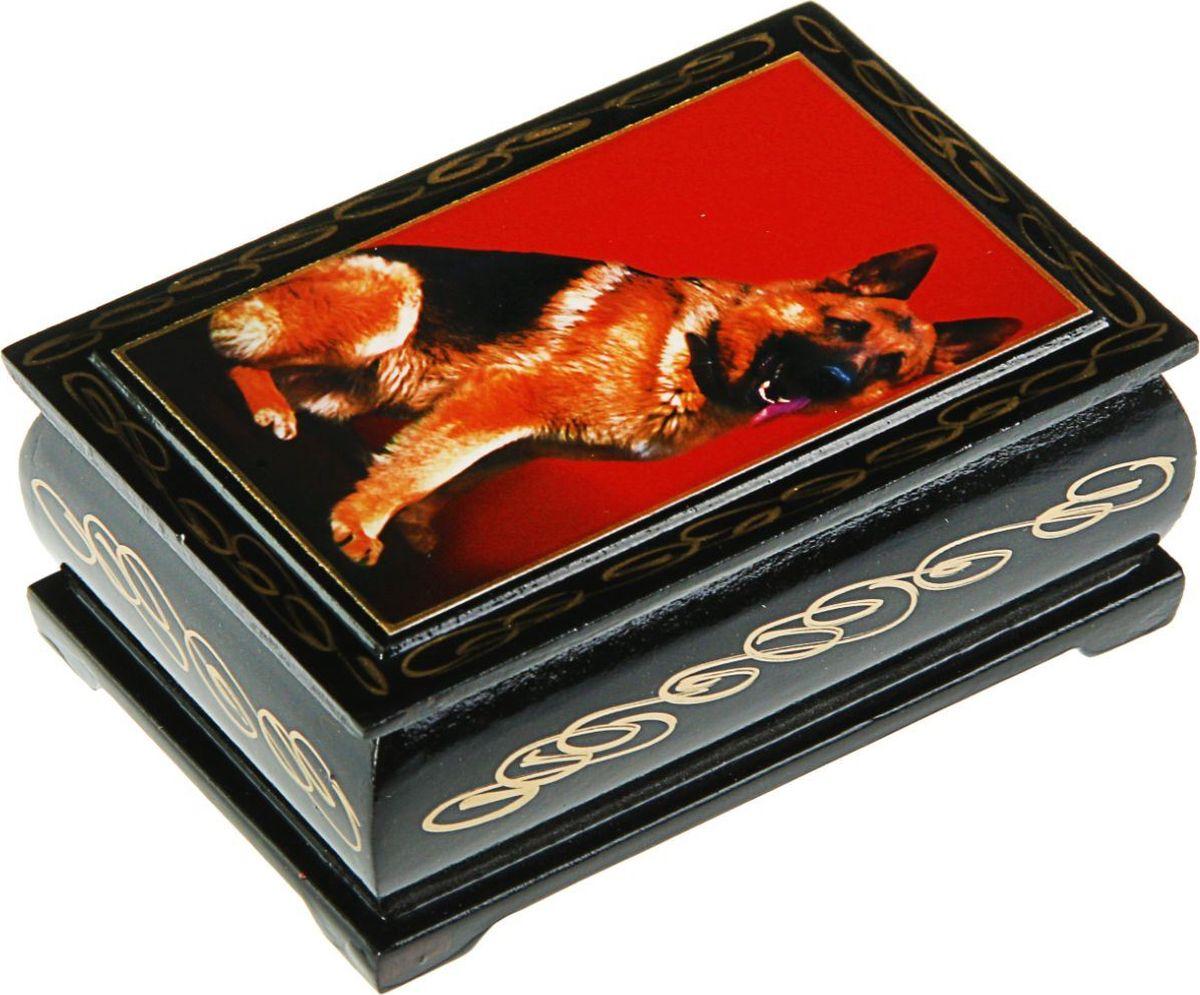 Шкатулка Sima-land Собаки. Лаковая миниатюра, цвет: черный, 6 см х 9 см. 24311362431133Шкатулка — это небольшой сувенир, а также оригинальная упаковка подарка. Она дополнит интерьер спальни, гостиной или прихожей. Изделие предназначено для хранения украшений: колец, браслетов, часов, цепочек, колье, сережек и прочих предметов.