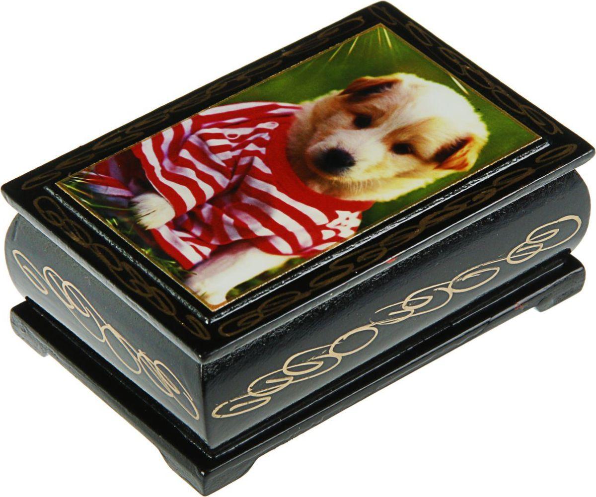 Шкатулка Sima-land Собаки. Лаковая миниатюра, цвет: черный, 6 см х 9 см. 24311382431136Шкатулка — это небольшой сувенир, а также оригинальная упаковка подарка. Она дополнит интерьер спальни, гостиной или прихожей. Изделие предназначено для хранения украшений: колец, браслетов, часов, цепочек, колье, сережек и прочих предметов.