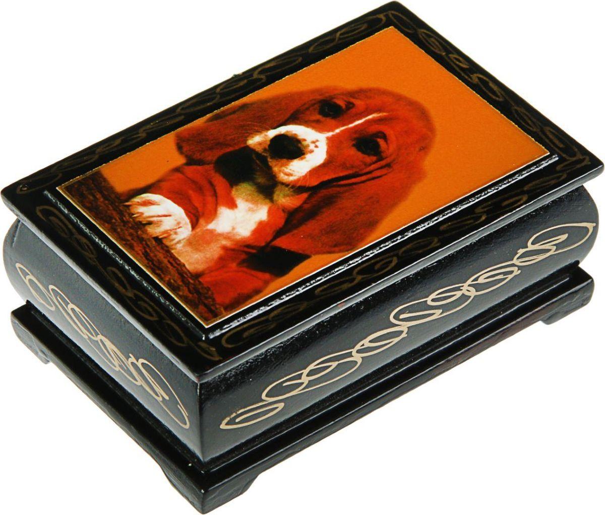 Шкатулка Sima-land Собаки. Лаковая миниатюра, цвет: черный, 6 см х 9 см. 24311412431139Шкатулка — это небольшой сувенир, а также оригинальная упаковка подарка. Она дополнит интерьер спальни, гостиной или прихожей. Изделие предназначено для хранения украшений: колец, браслетов, часов, цепочек, колье, сережек и прочих предметов.