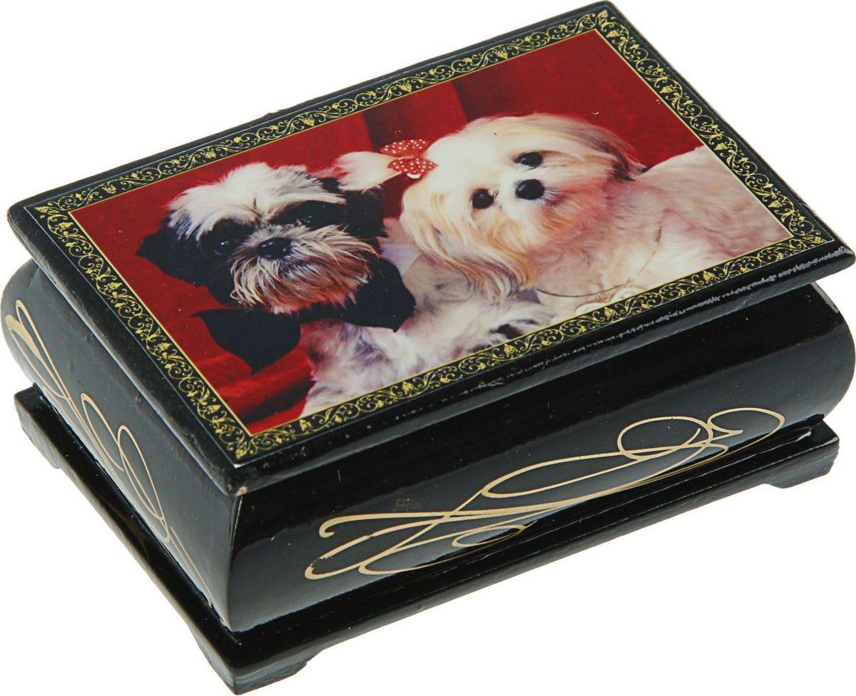 Шкатулка Sima-land Собаки, цвет: черный, 6 см х 9 см. 24542662454263Шкатулка — это небольшой сувенир, а также оригинальная упаковка подарка. Она дополнит интерьер спальни, гостиной или прихожей. Изделие предназначено для хранения украшений: колец, браслетов, часов, цепочек, колье, сережек и прочих предметов.