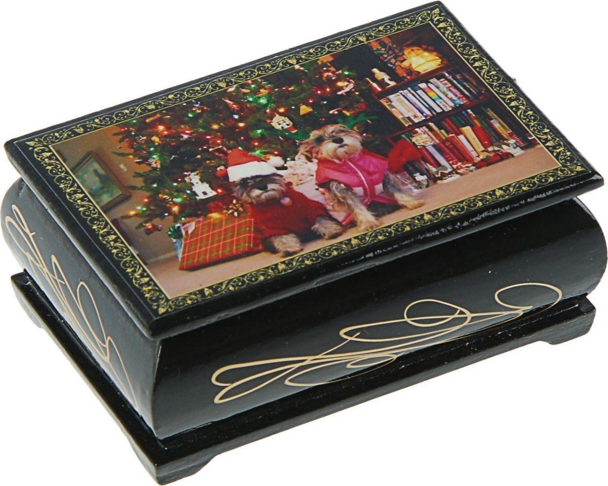 Шкатулка Sima-land Собаки, цвет: черный, 6 см х 9 см. 11282172454267Шкатулка — это небольшой сувенир, а также оригинальная упаковка подарка. Она дополнит интерьер спальни, гостиной или прихожей. Изделие предназначено для хранения украшений: колец, браслетов, часов, цепочек, колье, сережек и прочих предметов.