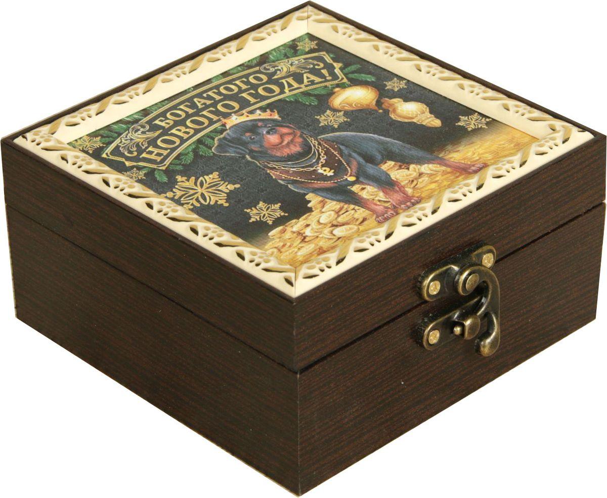 Шкатулка АГТ-Профиль Богатого Нового года, цвет: коричневый, 12 х 12 х 6,5 см2471960Шкатулка — это небольшой сувенир, а также оригинальная упаковка подарка. Она дополнит интерьер спальни, гостиной или прихожей. Изделие предназначено для хранения украшений: колец, браслетов, часов, цепочек, колье, сережек и прочих предметов.