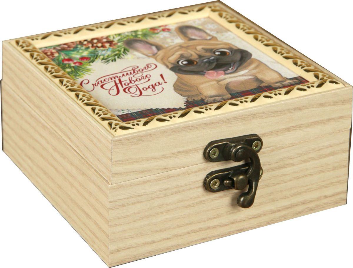 Шкатулка АГТ-Профиль Счастливого Нового года, цвет: слоновая кость, 12 х 12 х 6,5 см2471967Шкатулка — это небольшой сувенир, а также оригинальная упаковка подарка. Она дополнит интерьер спальни, гостиной или прихожей. Изделие предназначено для хранения украшений: колец, браслетов, часов, цепочек, колье, сережек и прочих предметов.