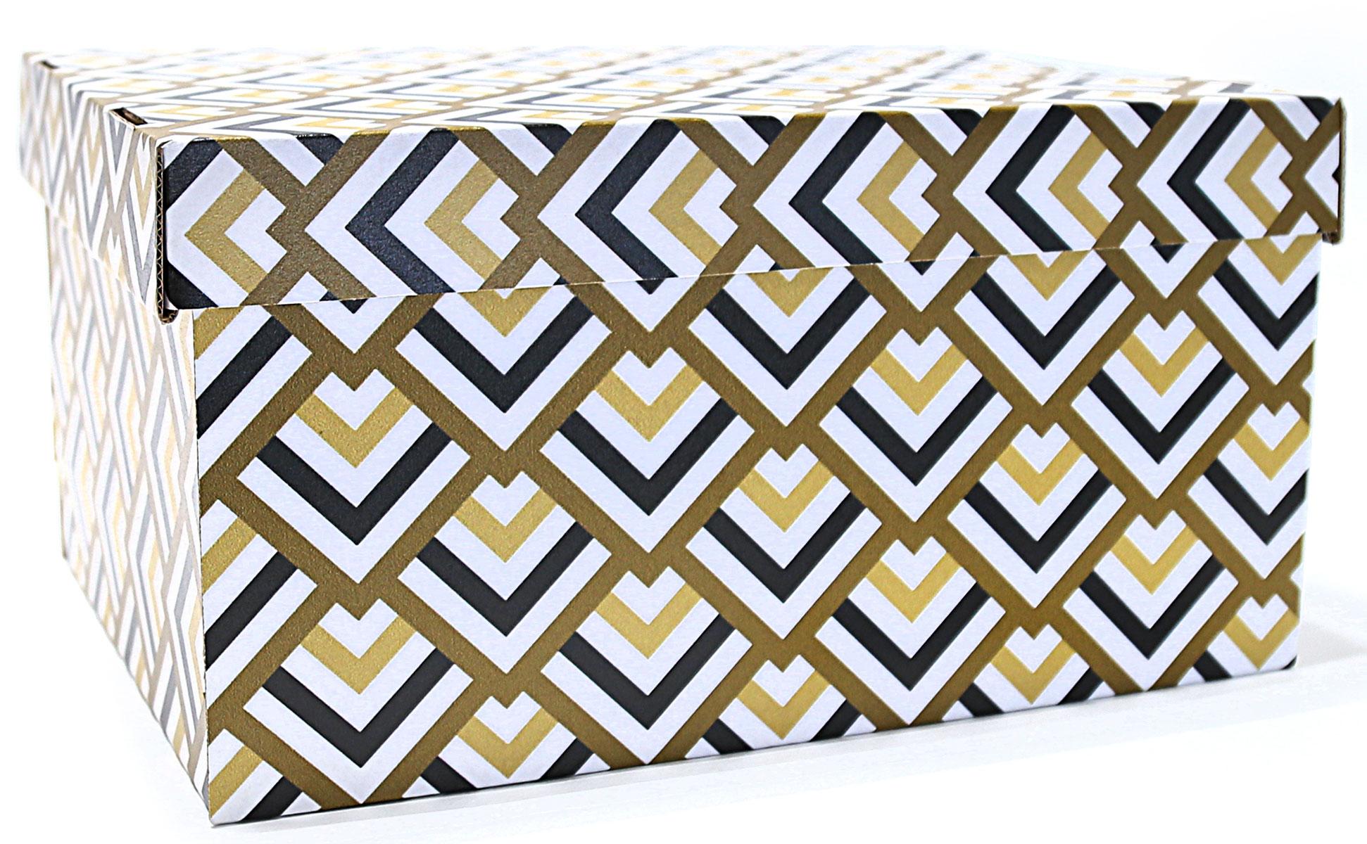 Коробка для хранения Ева Черное золото, 25 х 32 х 16 смЕ7501Коробка для хранения прекрасно подойдет для хранения бытовыхмелочей, документов, аксессуаров для рукоделия и других мелких предметов.Удобная крышка не даст ни одной вещи потеряться, а оптимальный размер подойдет для любого шкафа или полки. Компактная, но при этом вместительная коробка для хранения станет яркой нотойв вашем интерьере.Коробка выполнена из плотного гофрокартона очень удобна для хранения обуви,детских игрушек, важных и полезных мелочей.