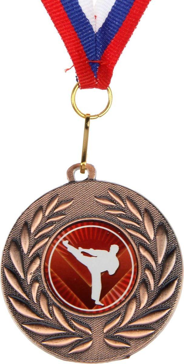 Mедаль сувенирная Каратэ, цвет: бронзовый, диаметр 5 см. 0681390588Медаль - знак отличия, которым награждают самых достойных. Она вручается лишь тем, кто проявил настойчивость и волю к победе. Каждое достижение - это важное событие, которое должно остаться в памяти на долгие годы. Медаль тематическая Каратэ изготовлена из металла. В комплект входит лента цвета триколор, являющегося одним из государственных символов России. Диаметр медали: 5 см.Диаметр вкладыша (оборот): 4,5 см.Ширина ленты: 1,5 см.