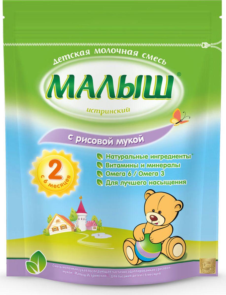 Малыш Истринский молочная смесь с рисовой мукой, с 6 месяцев, 350 г4600209003190Молочная смесь Малыш Истринский с рисовой мукой - молочная сухая последующая частично адаптированная смесь. Содержит все необходимые витамины, минералы и полезные вещества, которые непосредственно влияют на развитие малыша. Состав обогащен рисовой мукой, благодаря которой смесь обладает выраженным питательным и насыщающим эффектом. Именно поэтому она хорошо утоляет голод и подходит для малышей, которые стали хуже выдерживать промежутки между кормлениями. Рисовая мука содержит мало клетчатки, поэтому полезна детям со склонностью к неустойчивому стулу. Но она мало подходит детям, предрасположенным к запорам, так как может его спровоцировать. Рис обладает обволакивающим эффектом, что является защитным механизмом при кишечных расстройствах. Пищевая ценность на 100 г сухого продукта: белок - 11,6 г, жиры - 23,8 г, углеводы - 58,5 г.