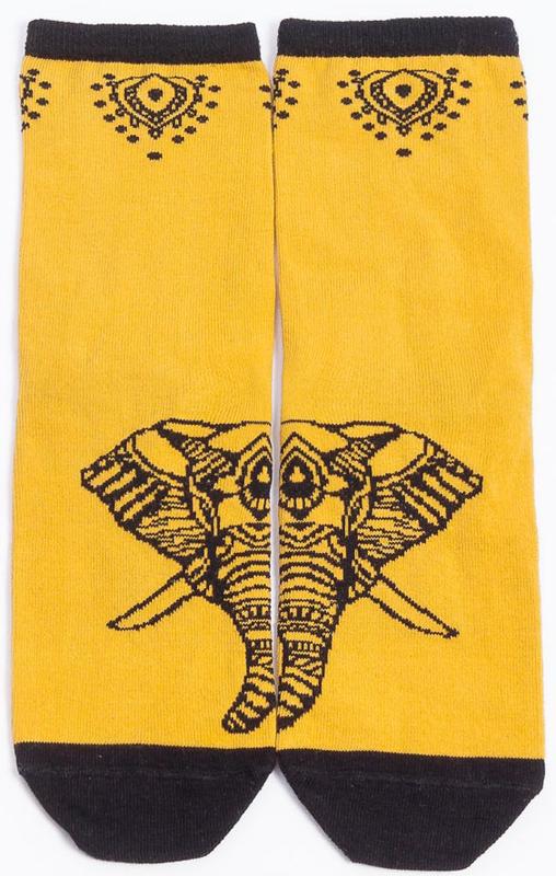 Носки женские Mark Formelle, цвет: желтый, черный. 211K-417. Размер 27211K-417Удобные женские носки Mark Formelle, изготовленные из хлопка с добавлением полиамида и эластана, оформлены принтом. Эластичная резинка плотно облегает ногу, не сдавливая ее, обеспечивая комфорт и удобство, а усиленные пятка и мысок обеспечивают надежность и долговечность при носке.