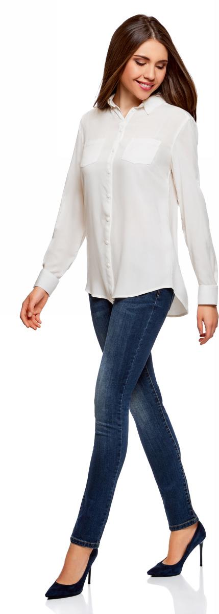 Блузка женская oodji Ultra, цвет: белый. 11400355-3B/26346/1200N. Размер 40 (46-170)11400355-3B/26346/1200NБлузка oodji свободного кроя с нагрудными карманами и регулировкой длины рукава. Классический отложной воротник, спереди застежка на пуговицы, два нагрудных кармана, длинные рукава с манжетами на пуговице. Спинка на кокетке, от которой по центру заложена мягкая складка. Втачной рукав четко обозначают линию плеча. Рукав регулируется по длине и фиксируется пришитой с изнаночной стороны штрипкой. Такая особенность кроя позволяет открыть руки. Фигурный низ зрительно удлиняет силуэт и стройнит фигуру. Модель сшита из приятной на ощупь вискозы, которая мягко струится, дает коже дышать и комфортна в ношении. Блузка прекрасно смотрится на разных фигурах. Элегантная блузка с нагрудными карманами – основа гардероба в классическом стиле. Она идеально сочетается с зауженными брюками, прямыми юбками и стильными сарафанами. Туфли-лодочки, балетки и лоферы на платформе, в сочетании с элегантной сумкой, завершат образ успешной бизнес-леди. В прохладную погоду пиджак, жилет или френч подчеркнут изысканность вашего наряда. Если вам предстоит отправиться на важную встречу образ можно дополнить шелковым шарфом и поясом. Такие детали добавят наряду изящества и подчеркнут ваши достоинства. В этой блузке вы почувствуете себя на высоте в любой обстановке.