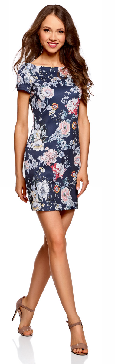 Платье oodji Ultra, цвет: темно-синий, розовый. 14001117-14B/45344/7941F. Размер M (46)14001117-14B/45344/7941FСтильное платье oodji изготовлено из качественного смесового материала. Приталенная модель с горловиной-лодочкой и с короткими рукавами.