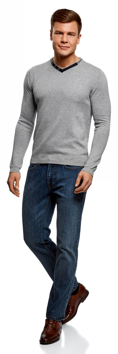 Пуловер мужской oodji Lab, цвет: серый, темно-синий. 4L212152M-1/47210N/2379B. Размер XL (56)4L212152M-1/47210N/2379BПуловер oodji изготовлен из натурального хлопка. Модель с длинными рукавами и V-образным вырезом дополнена декоративными пуговицами и заплатками на локтях.