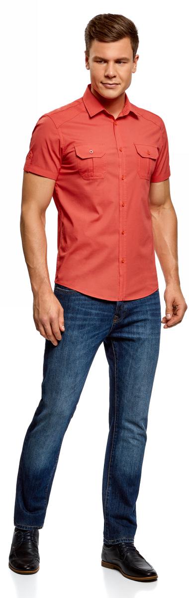 Рубашка мужская oodji Lab, цвет: коралловый. 3L410103M/46563N/4300N. Размер XXL (58/60-182)3L410103M/46563N/4300NПолуприталенная рубашка oodji с коротким рукавом и оригинальным принтом. Застежка на планке. Модель комфортно сидит благодаря вытачкам на спинке, и кокетке в форме погона. Короткие рукава с отворотами фиксируются хлястиками с пуговицей. Нагрудные карманы со скошенными уголками сшиты со встречной складкой и клапанами. Оригинальный контрастный принт в виде надписи на спинке придает рубашке особый колорит. Экологичная хлопковая ткань приятна в ношении и отлично пропускает воздух. Рубашка спортивного типа с коротким рукавом хорошо смотрится на любой фигуре. Для офиса ее можно сочетать с неклассическими брюками из вельвета или плотного хлопка. К такому комплекту подойдут лоферы или монки. Сумка-мессенджер завершит нестрогий официальный образ. На встречи с друзьями и прогулки по городу рубашку можно надеть навыпуск с джинсами и слипонами. Рубашка с коротким рукавом - легкий выбор на каждый день!