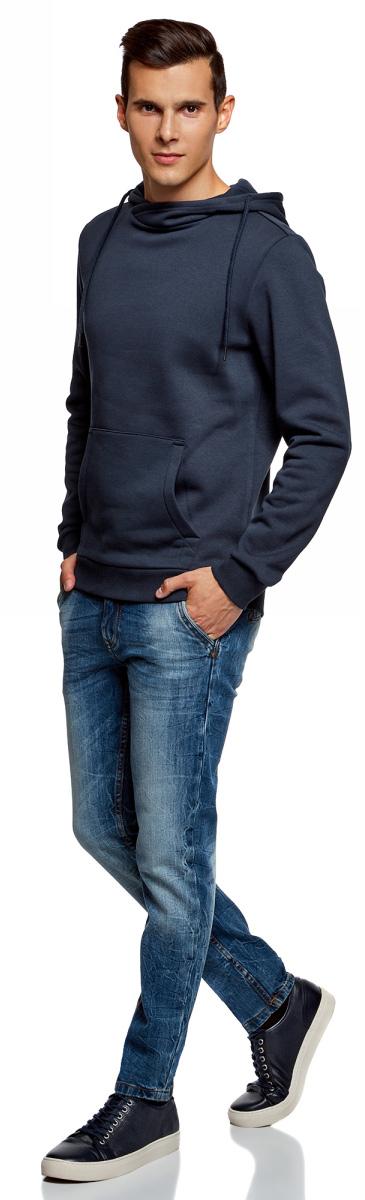 Худи мужское oodji Basic, цвет: темно-синий. 5B111001M-1/44119N/7900N. Размер XS (44)5B111001M-1/44119N/7900NТрикотажное базовое худи oodji с капюшоном и карманом-кенгуру. Спереди края капюшона пришиты внахлест, образуя невысокий ворот. В кулиску продет шнурок с металлическими наконечниками. Рукава и пояс худи посажены на широкую трикотажную резинку. Спереди модель украшает большой карман-кенгуру с фигурной строчкой и укрепленными уголками. Плотный футер - трикотаж из смеси хлопка с эластаном - дарит телу ощущение комфорта и хорошо сохраняет тепло. Он позволяет коже дышать, прочен и не дает усадки при стирке. Прямая модель свободного кроя отлично смотрится на фигуре любого типа. Худи можно носить со спортивными вещами или одеждой в стиле casual. Комплект с футболкой, тренировочными брюками и кроссовками отлично подойдет для занятий спортом. А с джинсами и мокасинами худи составит универсальный ансамбль для жизни в городе - в нем можно отправиться на занятия, прогулку или на встречу с друзьями. Такая комфортная базовая вещь, как худи, - musthave вашего гардероба!