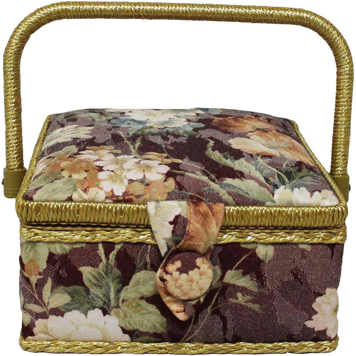 Шкатулка для рукоделия Grace & Glamour, 20 х 20 х 11 см. BN4723BN4723Гобеленовая шкатулка из коллекции Цветы на бордовом выполнена с использованием натуральных материалов: каркас из дерева обтянут дизайнерской тканью (100% хлопок) с мягким наполнителем. Внутри шкатулка отделана искусственным шелком, имеется кармашек на резинке и шелковая игольница с двумя булавками. Шкатулка оснащена пластиковым вкладышем с 3 отсеками для мелочей. Ручка и края отделаны натуральным ротангом, который не только украшает шкатулку, но и оберегает края. Шкатулка поможет рукодельнице сорганизовать свое рабочее место, а значит, сократить время на создание своего творения. А кроме того, украсит любой интерьер и будет радовать свою обладательницу долгие годы благодаря качественному исполнению и материалам. Прекрасный подарок любой женщине!
