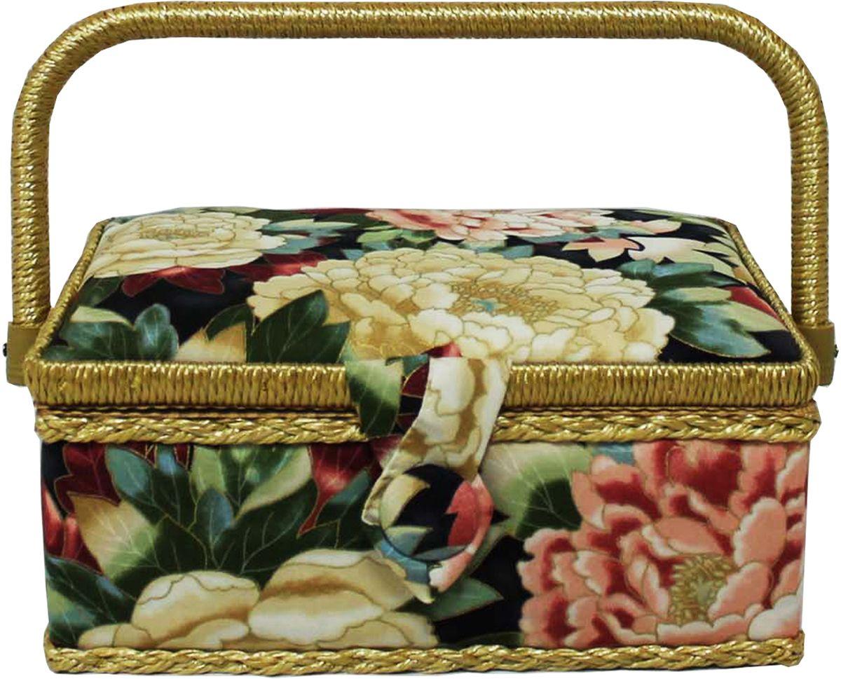 Шкатулка для рукоделия Grace & Glamour, 14,5 х 22 х 11,5 см. BN4732BN4732Интерьерная шкатулка из коллекции Акварельные пионы выполнена с использованием натуральных материалов: каркас из дерева обтянут дизайнерской тканью Robert Kaufman (100% хлопок) с мягким наполнителем. Внутри шкатулка отделана искусственным шелком, имеется кармашек на резинке и шелковая игольница с двумя булавками. Шкатулка оснащена пластиковым вкладышем с 4 отсеками для мелочей. Ручка и края отделаны натуральным ротангом, который не только украшает шкатулку, но и оберегает края. Шкатулка поможет рукодельнице сорганизовать свое рабочее место, а значит, сократить время на создание своего творения. А кроме того, украсит любой интерьер и будет радовать свою обладательницу долгие годы благодаря качественному исполнению и материалам. Прекрасный подарок любой женщине!Размер вкладыша: 20х12,5х3 см.