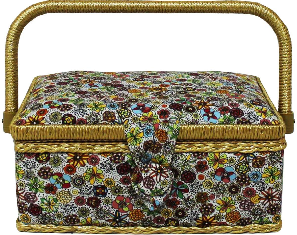 Шкатулка для рукоделия Grace & Glamour, 14,5 х 22 х 11,5 см. BN4735BN4735Интерьерная шкатулка из коллекции Весенние цветы выполнена с использованием натуральных материалов: каркас из дерева обтянут дизайнерской тканью Robert Kaufman (100% хлопок) с мягким наполнителем. Внутри шкатулка отделана искусственным шелком, имеется кармашек на резинке и шелковая игольница с двумя булавками. Шкатулка оснащена пластиковым вкладышем с 4 отсеками для мелочей. Ручка и края отделаны натуральным ротангом, который не только украшает шкатулку, но и оберегает края. Шкатулка поможет рукодельнице сорганизовать свое рабочее место, а значит, сократить время на создание своего творения. А кроме того, украсит любой интерьер и будет радовать свою обладательницу долгие годы благодаря качественному исполнению и материалам. Прекрасный подарок любой женщине!Размер вкладыша: 20х12,5х3 см.