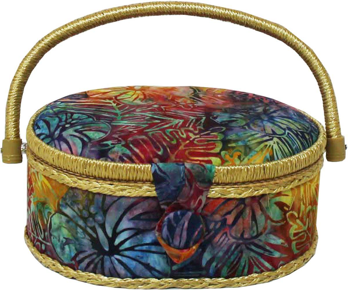 Шкатулка для рукоделия Grace & Glamour, 18 х 23 х 11 см. BN4753BN4753Интерьерная шкатулка из коллекции Батик выполнена с использованием натуральных материалов: каркас из дерева обтянут дизайнерской тканью Robert Kaufman (100% хлопок) с мягким наполнителем. Внутри шкатулка отделана искусственным шелком, имеется кармашек на резинке и шелковая игольница с двумя булавками. Шкатулка оснащена пластиковым вкладышем с 4 отсеками для мелочей. Ручка и края отделаны натуральным ротангом, который не только украшает шкатулку, но и оберегает края. Шкатулка поможет рукодельнице сорганизовать свое рабочее место, а значит, сократить время на создание своего творения. А кроме того, украсит любой интерьер и будет радовать свою обладательницу долгие годы благодаря качественному исполнению и материалам. Прекрасный подарок любой женщине!Размер вкладыша: 20,5х15х3 см.