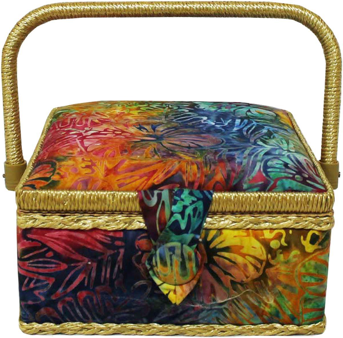 Шкатулка для рукоделия Grace & Glamour, 20 х 20 х 11 см. BN4754BN4754Интерьерная шкатулка из коллекции Батик выполнена с использованием натуральных материалов: каркас из дерева обтянут дизайнерской тканью Robert Kaufman (100% хлопок) с мягким наполнителем. Внутри шкатулка отделана искусственным шелком, имеется кармашек на резинке и шелковая игольница с двумя булавками. Шкатулка оснащена пластиковым вкладышем с 3 отсеками для мелочей. Ручка и края отделаны натуральным ротангом, который не только украшает шкатулку, но и оберегает края. Шкатулка поможет рукодельнице сорганизовать свое рабочее место, а значит, сократить время на создание своего творения. А кроме того, украсит любой интерьер и будет радовать свою обладательницу долгие годы благодаря качественному исполнению и материалам. Прекрасный подарок любой женщине!