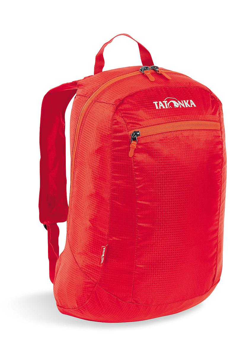 Рюкзак городской Tatonka Squeezy, складной, цвет: красный, 18 л2200.015Универсальный складной сверхлегкий рюкзак Tatonka Squeezy оснащен мягкими лямками, обтянутыми сеточкой и накладным карманом на молнии с держателем ключей. Рюкзак Squeezy изготовлен из очень легкого материала T-Rip Light с силиконовым покрытием и складывается во внутренний карман, превращаясь в аккуратную сумочку размером 13 х 14 х 5 см. При этом рюкзак имеет приличный объем и вполне комфортабелен при переноске.Преимущества и особенности:Накладной передний карман.Мягкие лямки.Ручка для переноски.Складывается во внутренний карман малого объема.Держатель ключей.Основная молния с двумя бегунками.